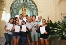 Nuestros alumnos con su certificado